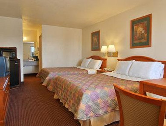 Days Inn Willcox: Standard Two Queen Bed Room