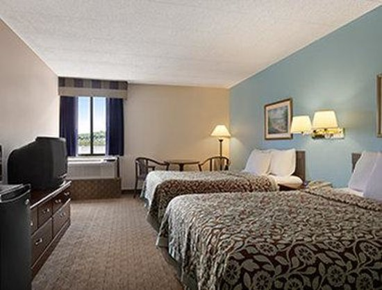 Days Inn Reading Wyomissing: Standard Two Double Bed Room