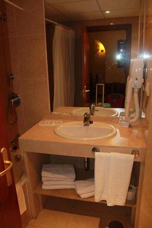Myramar Fuengirola Hotel: badkamermeubel