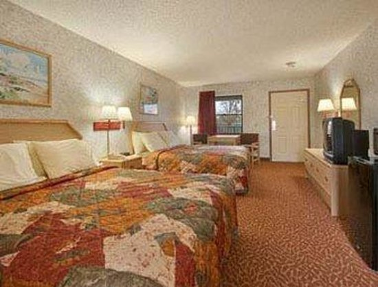 Days Inn Weedsport: Standard Two Double Bed Room