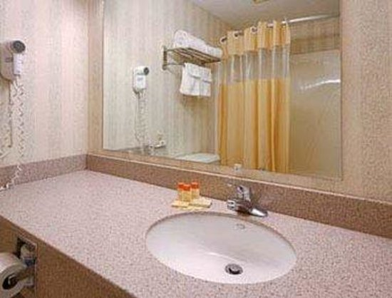 Days Inn Weedsport: Bathroom