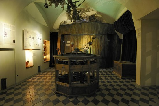 Museum of Alchemists and Magicians of Old Prague: Barel for people urine, from which alchemists can make phosphor