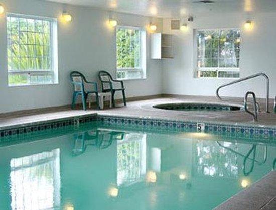 Days Inn - Ocean Shores: Pool