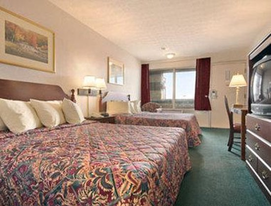 Days Inn & Suites Dayton North: Standard Two Double Bed Room