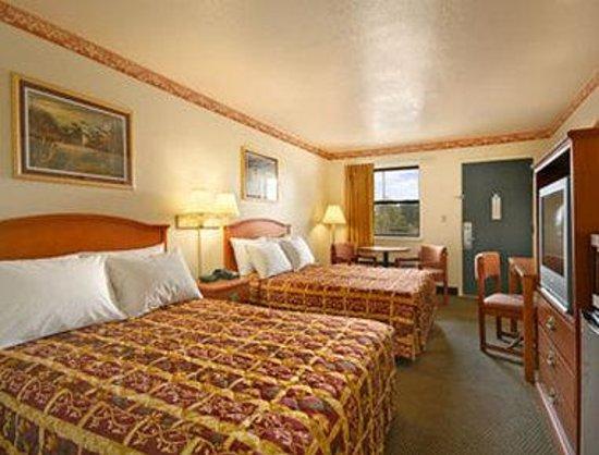 Days Inn Morrilton: Standard Two Double Bed Room