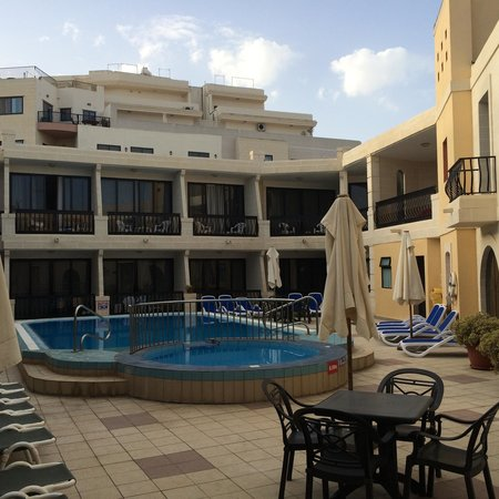 Pergola Hotel & Spa : En av poolerna
