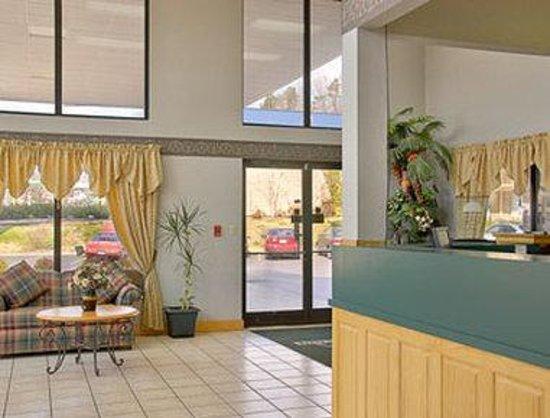 Days Inn Kodak - Sevierville Interstate Smokey Mountains: Lobby
