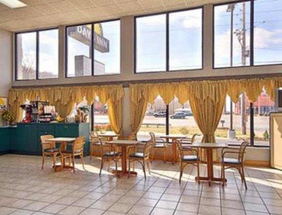 Days Inn Kodak - Sevierville Interstate Smokey Mountains: Breakfast Area