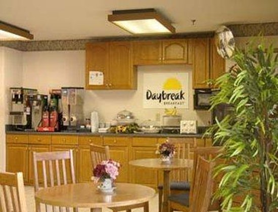 Days Inn Covington: Breakfast Area