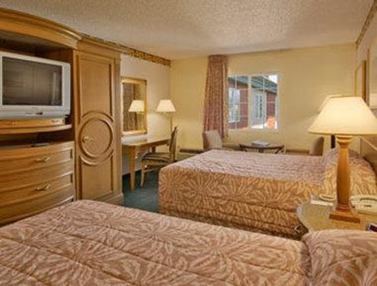 Days Inn Mt. Vernon: Premium Two Queen Bed Room