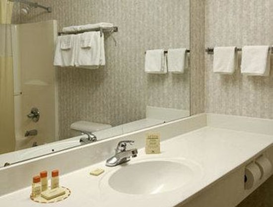 Days Inn Hillsboro: Bathroom