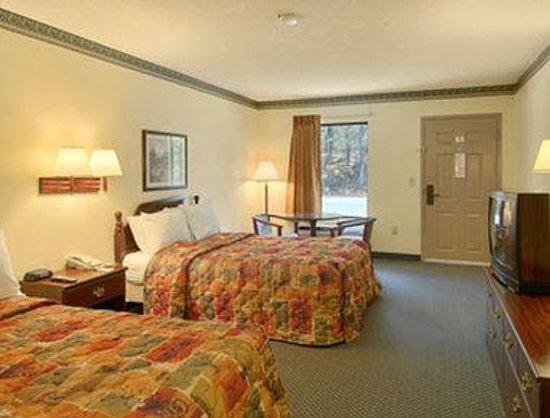 Days Inn Covington: Standard Two Double Bed Room