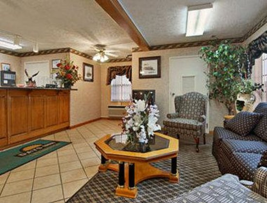 Days Inn Lexington: Get fast and friendly service with a smile at our front desk
