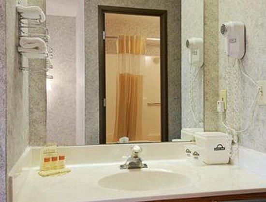 Days Inn Hurley: Bathroom