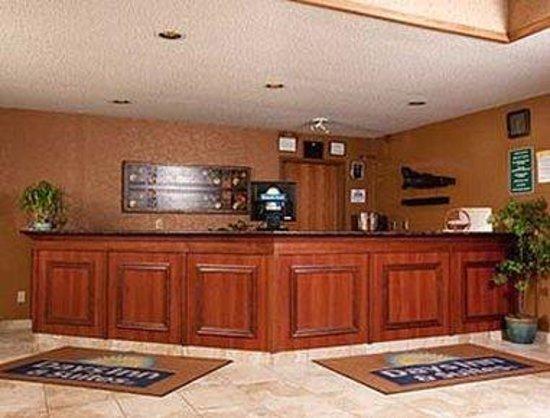Days Inn & Suites Wausau: Lobby