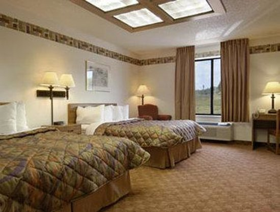 Days Inn & Suites Wausau: Two Queen Suite