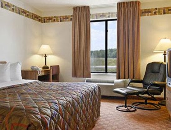 Days Inn & Suites Wausau: Standard One King Bed Room