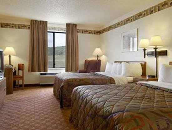 Days Inn & Suites by Wyndham Wausau : Standard Two Queen Bed Room