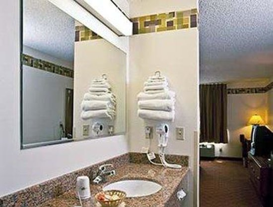 Days Inn & Suites Wausau: Bathroom