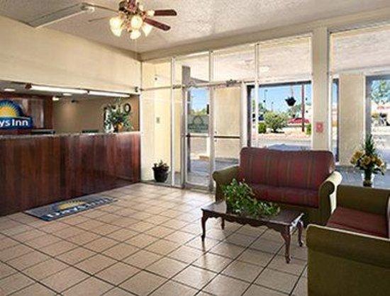 Days Inn Santa Fe New Mexico: Lobby