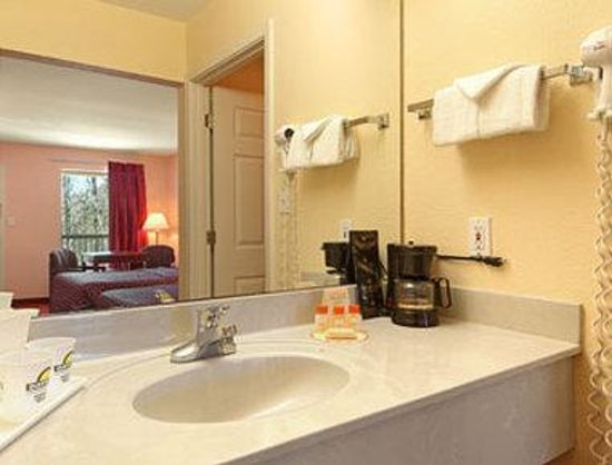 Days Inn Ocean Springs: Bathroom