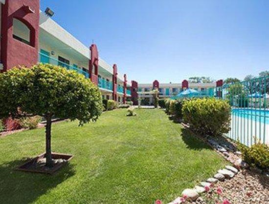 Days Inn Santa Fe New Mexico: Garden