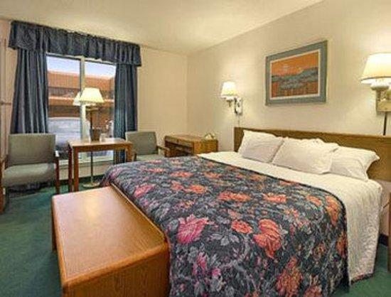 Days Inn ST. Paul-Minneapolis-Midway: Standard King Bed Room
