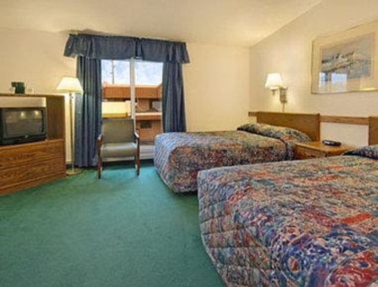 Days Inn ST. Paul-Minneapolis-Midway: Standard Two Double Bed Room  Non Turn Down