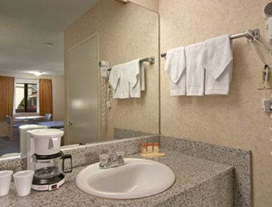 Days Inn Anaheim West: Bathroom