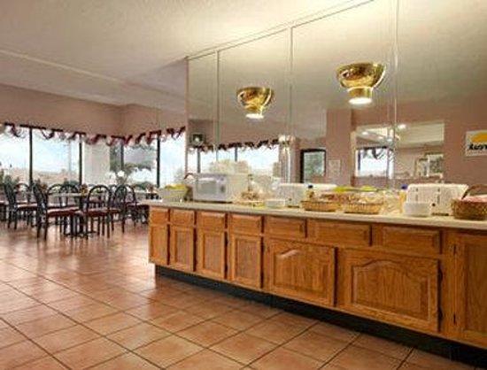 Days Inn Sikeston: Breakfast Area