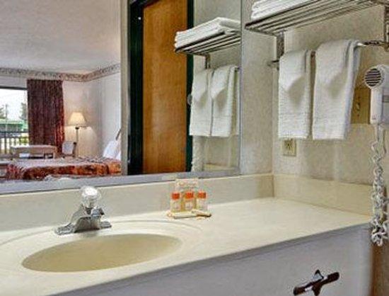 Days Inn of Reidsville : Bathroom