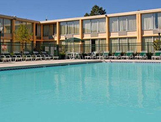 Days Inn Bridgewater Conference Center Somerville Area: Pool