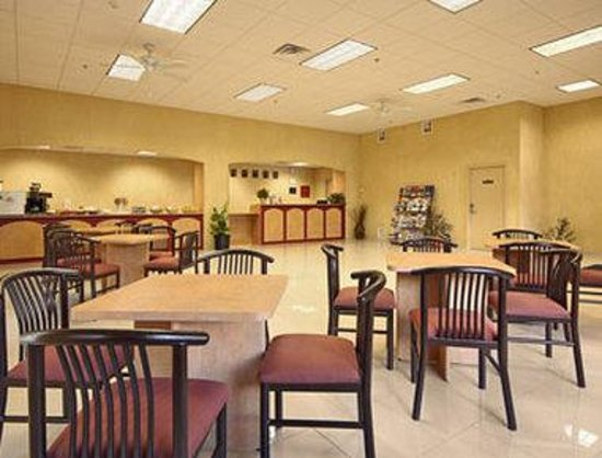 Days Inn & Suites Niagara Falls / Buffalo : Breakfast Area