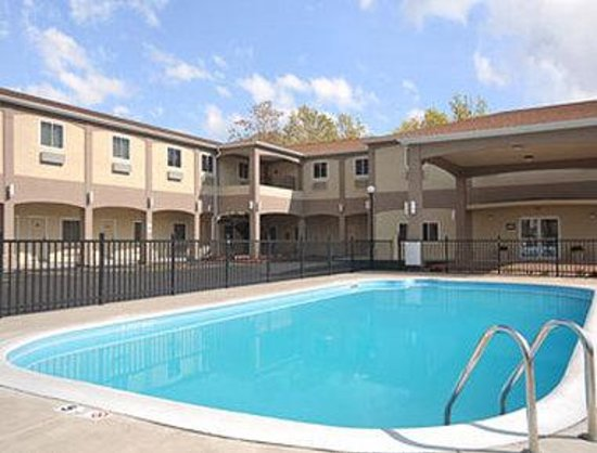 Days Inn & Suites Niagara Falls / Buffalo: Pool