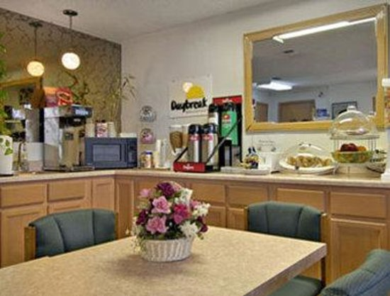 Days Inn Bastrop: Breakfast Area