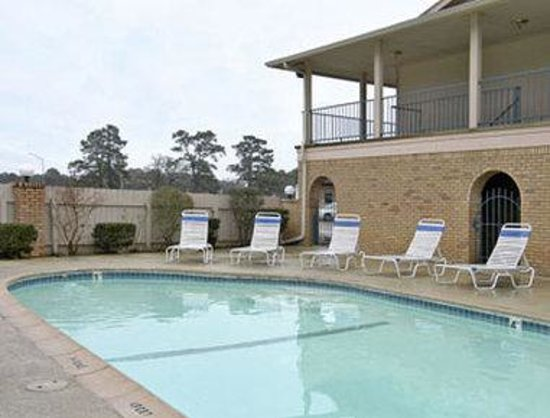 Days Inn Bastrop: Pool