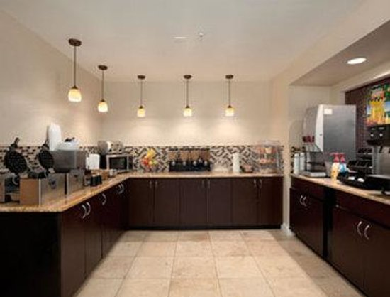 Days Inn & Suites Camp Verde Arizona: Breakfast Area