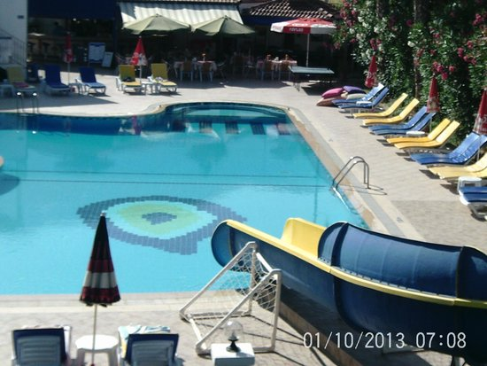 Blue Pearl Hotel & Apartments: Pool