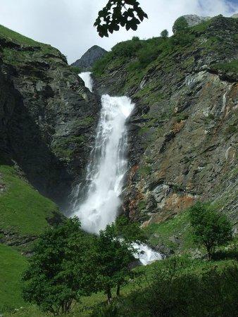 CGH Résidences & Spas Les Alpages de Champagny : Cascade Champagny le haut la Glière
