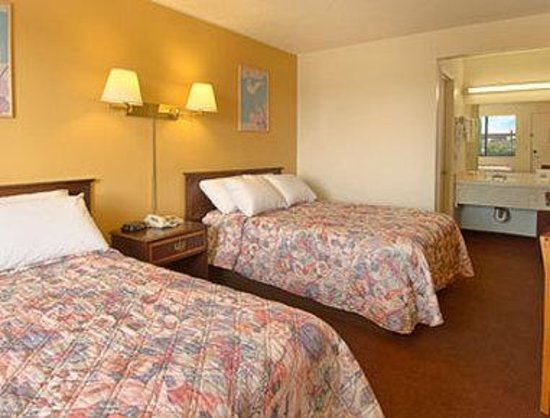 Days Inn Lost Hills: Standard Two Double Bed Room