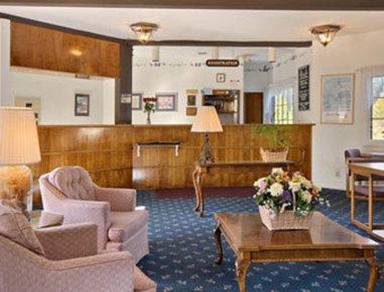 Sideways Inn: Lobby