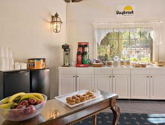 Sideways Inn: Breakfast Area