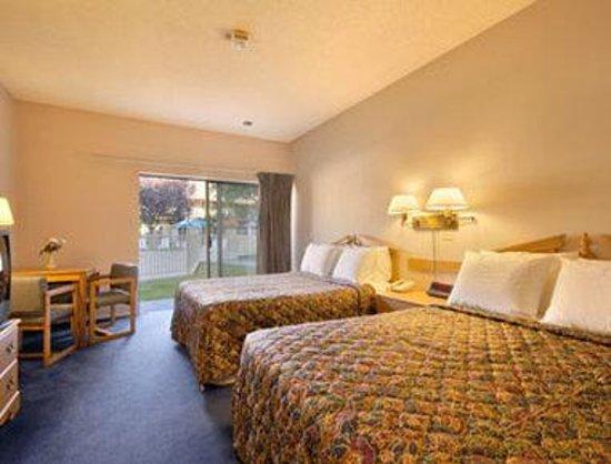 Sideways Inn: Standard Two Double Bed Room