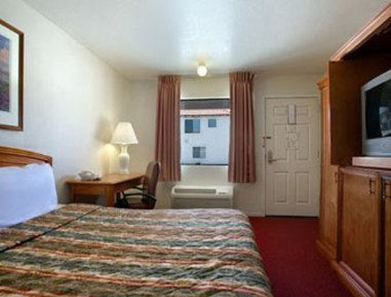 Days Inn Castaic Six Flags Magic Mountain: Standard Queen Bed Room