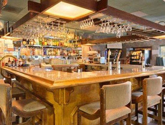 Sideways Inn: Bar