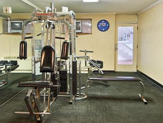 Days Inn Charlottesville/University Area: Fitness Center