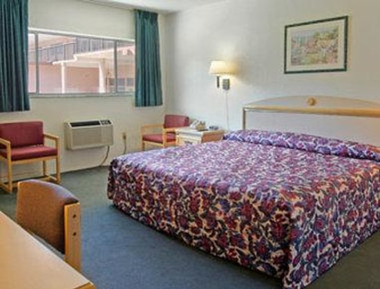 Days Inn Gainesville University: Standard King Bed Room