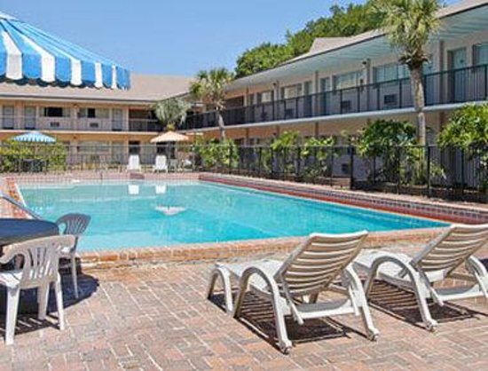 Days Inn Gainesville: Pool