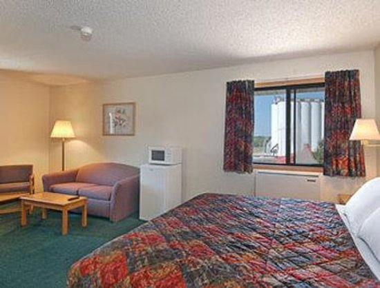 Days Inn Lincoln South : King Bed Suite