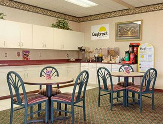 Days Inn Sumter: Breakfast Area